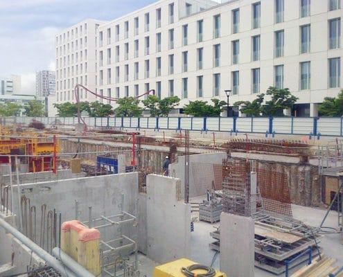 Barrière de sécurité KLOSTAB - Clôture d'un chantier en bardage tôle vu de l'intérieur à Nantes (44)