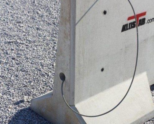 Bloc en béton KLOSTAB avec passage de câbles
